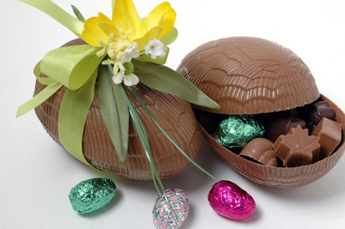 Chocolate Easter Egg - LARGE (500g) Large Chocolate Egg filled with Daniel's own chocolates Appr. 22 pcs. (500g) Milk & Dark $54.50