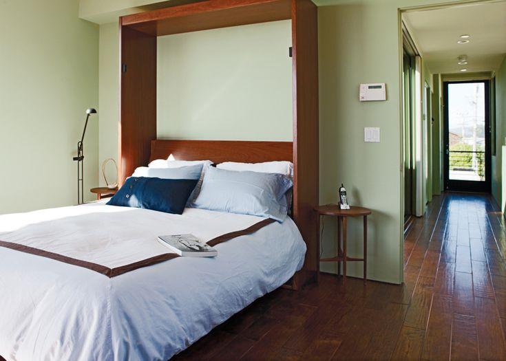 Откидная кровать позволяет освобождать место в доме, при необходимости.  (пляжный,индустриальный,лофт,винтаж,стиль лофт,индустриальный стиль,современный,архитектура,дизайн,экстерьер,интерьер,дизайн интерьера,мебель,спальня,дизайн спальни,интерьер спальни) .