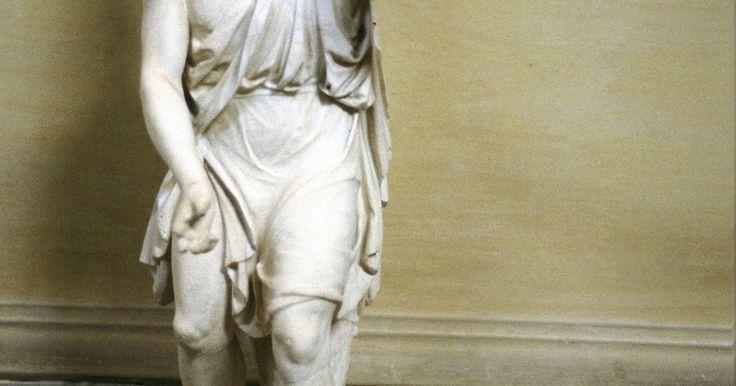 """¿Cuales son las características de un héroe épico?. Las epopeyas son poemas largos que a menudo contienen al menos una figura heroica. Un ejemplo famoso de un héroe épico es Odiseo de Homero de su poema épico """"La Odisea"""", aunque hay muchos más héroes épicos en la historia. Hay ciertos rasgos comunes entre los héroes épicos. Estas características ayudan al lector a simpatizar y admirar al héroe."""