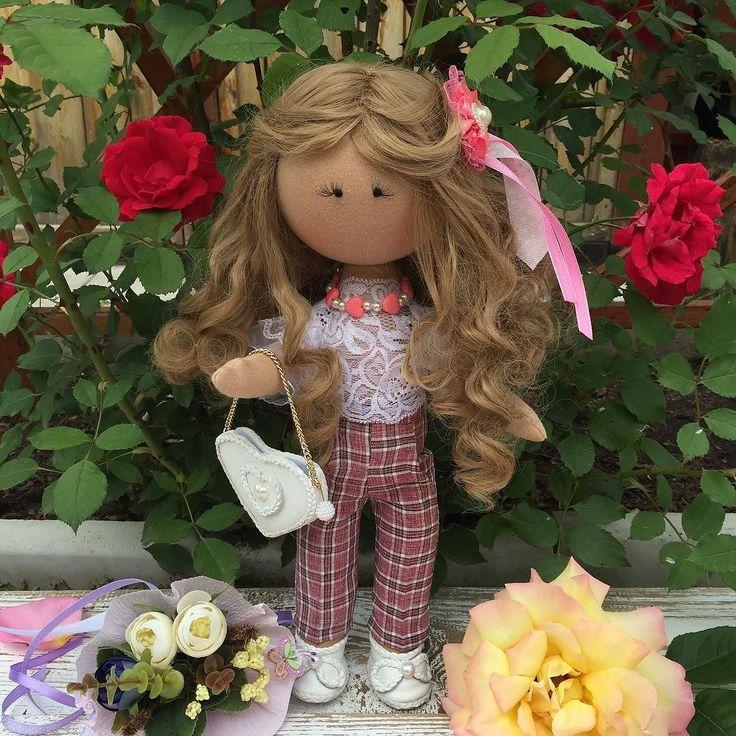 Девочка рост 35 см самостоятельно сидит и стоит одежда снимается белая блуза из кружев с пышными рукавами брюки с принтом  сумочка и туфли из белой натуральной кожи по вопросам заказа кукол или приобретения пишите в Директ или на номер 89296465527 #кукларучнойработы#кукланазаказ#куклаинтерьерная#текстильнаякукла#dolls#doll#прдарок#счастье#волосы#мода#улыбка#цветы#малышка#девочка#дочка#сестренка#мама#инстадочка#сюрприз#красота#лето#отдых#купитькуклу#куклапофото#куклавподарок
