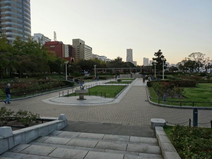 夕方の山下公園。