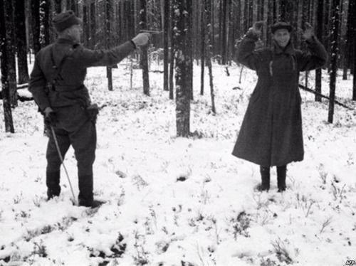 Russian spy laughing through his execution in Finland during The Winter War, 1939. Pin by Paolo Marzioli