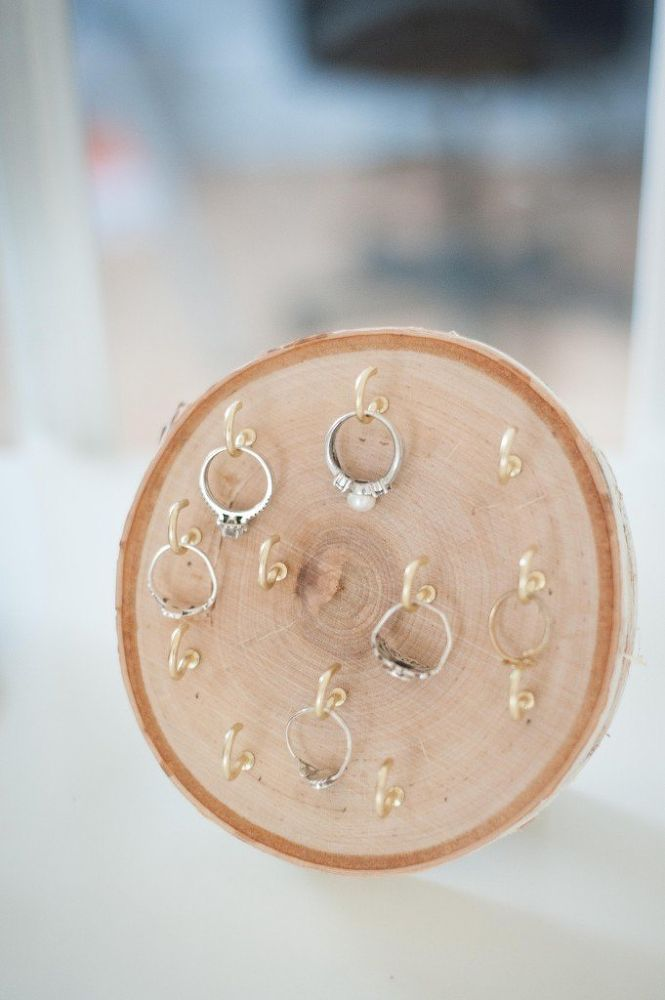 DIY+Wood+Round+Ring+Holder ...would need to figure something out about the metal-on-metal dilemma.