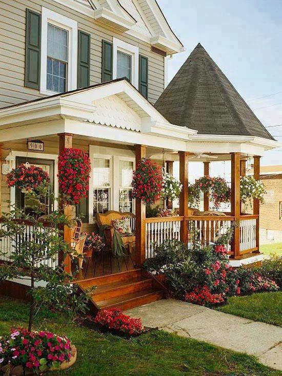 Casa de madera en tonos pastel.