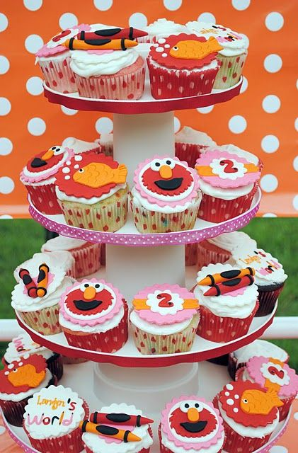 This has next year's bday party written all over it :): 2Nd Birthday Parties, Loves Elmo, Elmo Loves, Elmo Birthday, Birthday Cupcakes, Parties Ideas, Elmo Cupcakes, Elmo Parties, Birthday Ideas