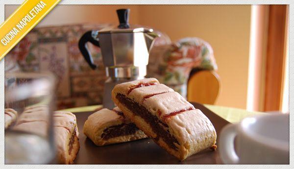 La ricetta dei fragranti biscotti all'amarena, la famosa ricetta napoletana. Ecco come prepararli.
