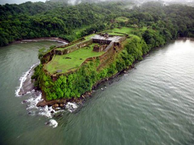 Fuerte San lorenzo and the Gatun Locks are some of Panama's least visited tourist attractions, but also among the best.