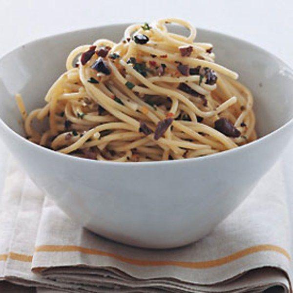 Spaghetti con Salsa di Olive e Pinoli All'arturo