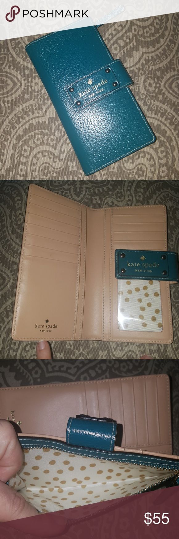 One Hr Sale Beautiful Kate Spade Wallet FLASH SALE! EXCELLENT condition, used for about a week. *Firm* Kate Spade Bags Wallets