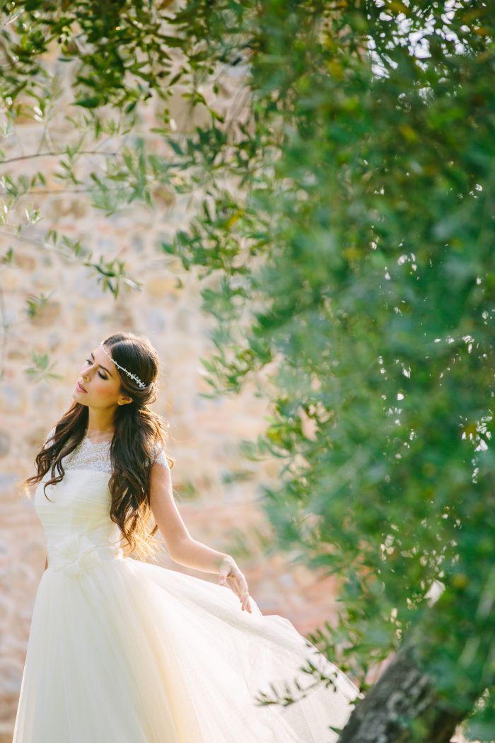 abiti sposa made in italy, abito sposa con spalle coperte,abiti sposa con pizzo sulle spalle, acconciature sposa lunghi, abiti sposa leggeri