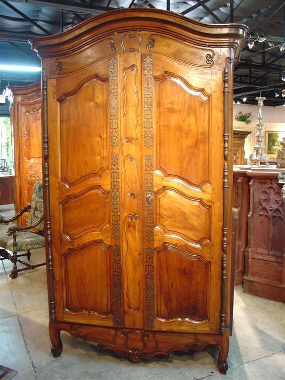 Etonnant Antique Walnut Wood Armoire Fourques C. 1815 1825 Antique French Armoire  From Fouques