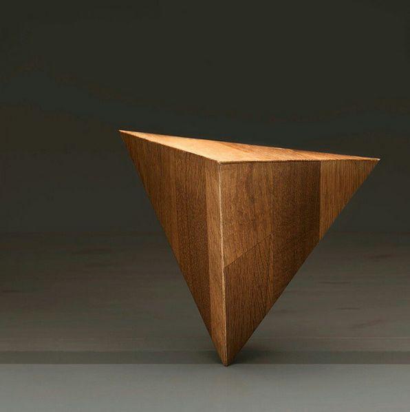 Tetraeder i eik #vakker #oak #tetraeder #kirknesphoto #passionforwood #utroligvanskeligålage #geometri #architecture #architecturelovers #interiordesign #design #designersworld #nal #photo