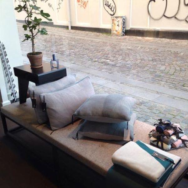 Morfo :: KYUSHI sidetable hos Room28 i Roskilde.