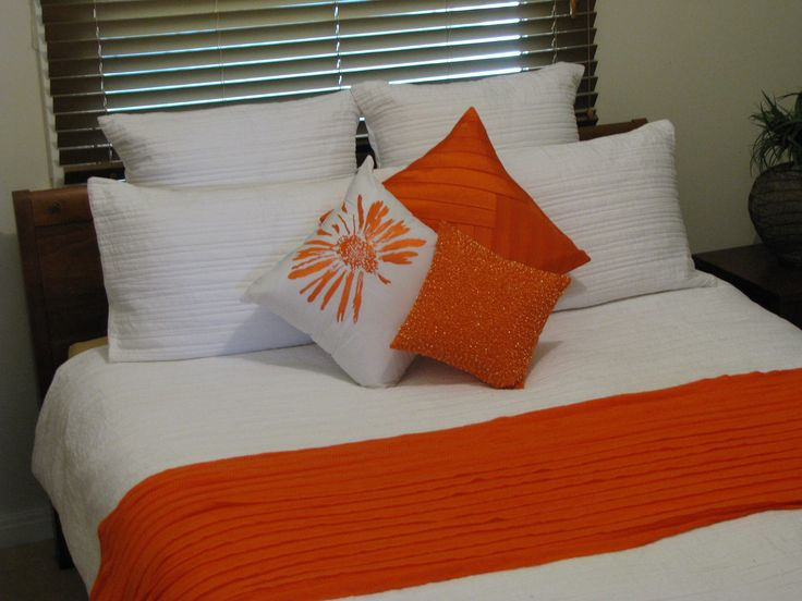 Taya White from Lorraine Lea Linen with Orange accesorries. Taya White is such a great design. Image thanks to Michelle Miles