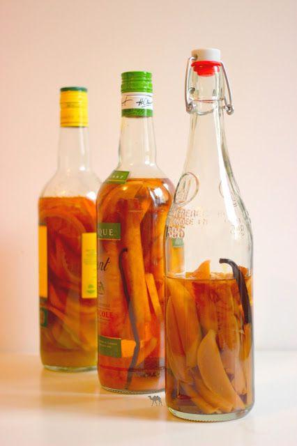 L'été est déjà  loin mais nous vous proposons de le retenir un peu en vous réchauffant un peu le gosier.  Vous prendrez bien un petit rhum arrangé de bon matin :  C'est par là : http://www.lechameaubleu.com/2015/10/rhums-arranges.html  #rhum #arrangé #alcool #fruits #cannelle #vanille #maceration #mangue #annanas #orange #digestif #rum #damoiseau #clement #sucredecanne #boisson