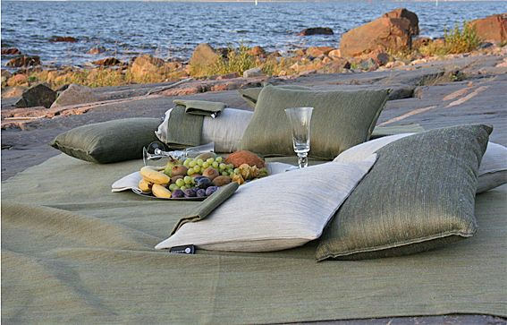 A picnic by the sea, piknik merenrannassa. By Pisa Design.