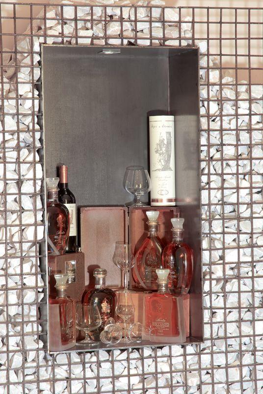 Bars y Bodega de vino con un ambiente especial.....  http://www.colorhotel.it/servicio-de-bar