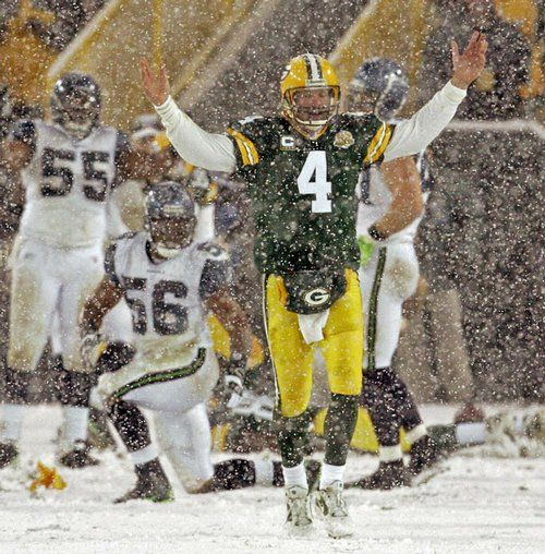 Brett Favre in one of the greatest playoff come backs ever! #lambeau #nfl #packers