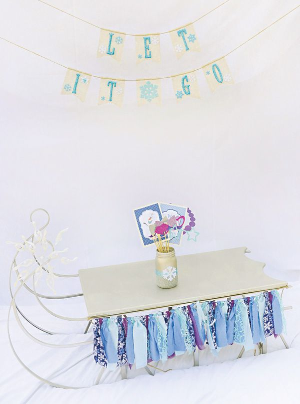 {Sparkly, Snowy & Fantastic!} Frozen Birthday Party | Hostess with the Mostess®
