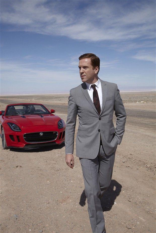 Damian Lewis, grå kostym, brun slips.