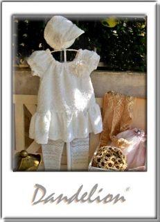 Τουνίκ με κολάν! Μοντέρνο βαπτιστικό φόρεμα-τουνίκ από ύφασμα μπουκλέ με απαλές παγιέτες και με ασορτί κολάν και καπελάκι.