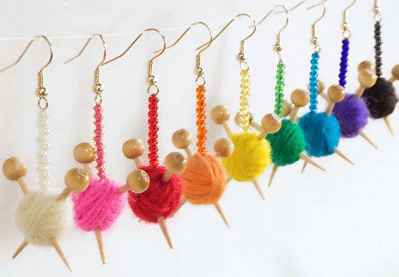 wollige oorbellen: Idea, Yarns Ball, Crochet Hooks, Jewelry, Ball Earrings, Knits Earrings, Bright Colors, Diy Earrings, Knits Needle