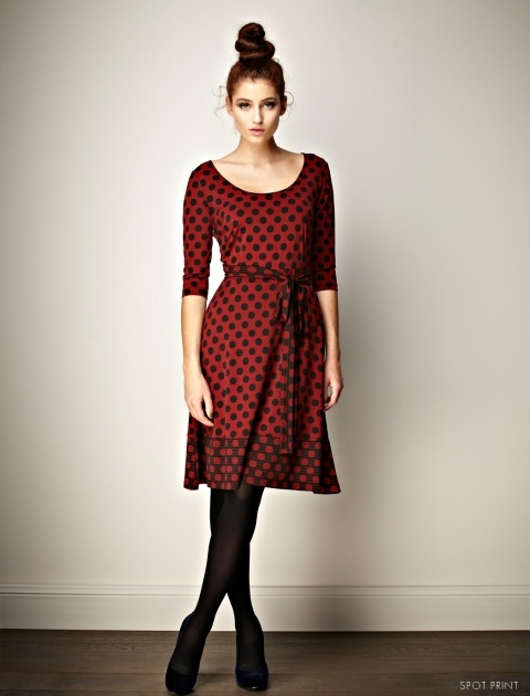 MY NEW LEONA EDMISTON DRESS ! The beauty of this spotted Ruby dress  lies in its elegant simplicity. This feminine dress features long sleeves, a scoop neck and a waist tie - a stand out this winter.