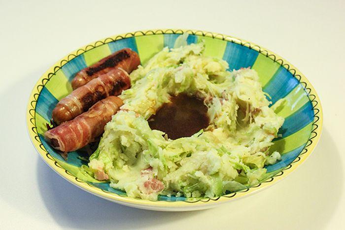 Recept: September stamppot ijsbergsla met spekjes en jus - gastblog op doormariska.nl   Nederlands eten, Hollandse pot, zomer, herfst, aardappelen, potato's, salad, diner, avondeten, hoofdgerecht