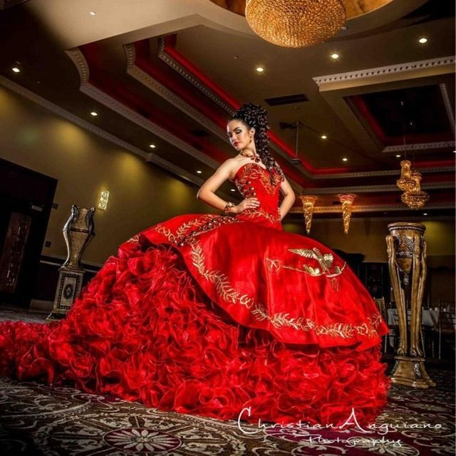 Palace Sweetheart Red Quinceanera Dresses Delicate Gold Embroidery Peplum Organza Ball Gown Masquerade Gowns