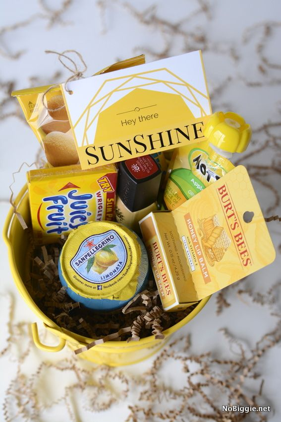 Hey there Sunshine! send a bucket of sunshine to someone you love with these free printables | NoBiggie.net