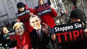 Saksalaiset osoittivat mieltään EU:n ja Yhdysvaltain välistä vapaakauppasopimusta TTIP:iä vastaan Saksan Hannoverissa. Yhdysvaltain presidentti Barack Obama puhui sopimuksen puolesta Saksan-vierailullaan huhtikuun lopulla.