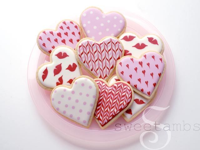 This year I decided to keep things simple with my Valentine's Day cookies. I used only flood consistency royal icing and a round decorating tip 2. This is unlike my Valentine's Day cookies from past years, which have involved many icing consistencie