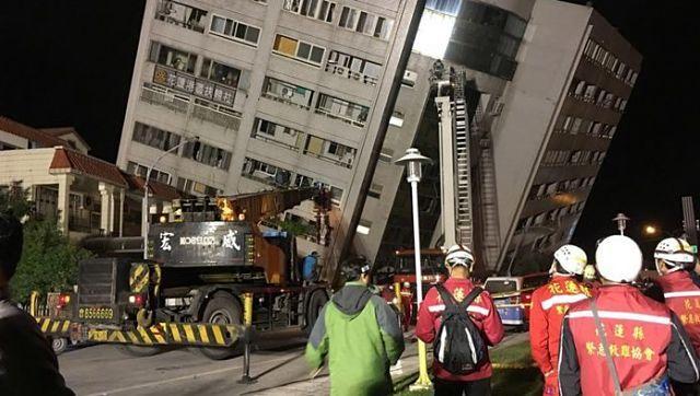 Terremoto en Taiwán dejó siete muertos y más de 250 heridos /  Caracas.- Los servicios de rescate trabajaban sin descanso este miércoles en la ciudad taiwanesa de Hualien para intentar encontrar supervivientes, tras un terremoto de 6,4 grados de magnitud que dejó al menos siete muertos y más de 250 heridos. Las autoridades ignoraban el número exacto de personas que seguían desaparecidas tras