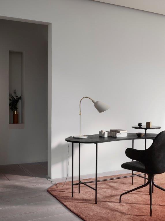 A Bellevue lamp e a cadeira Catch por &Tradition