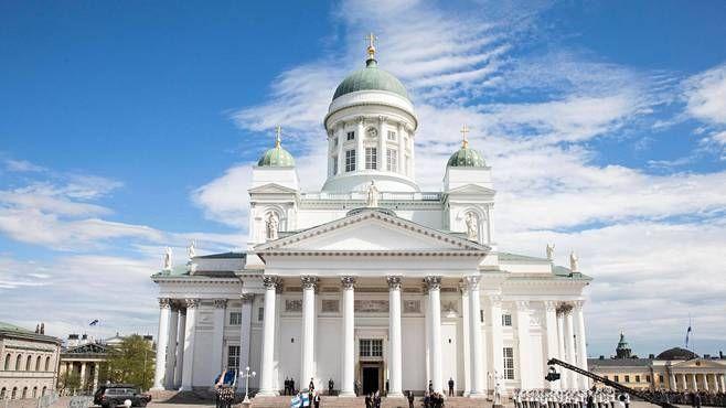 Helsingin tuomiokirkko on ollut aiemmin nimeltään Nikolainkirkko ja Suurkirkko. Kuva presidentti Mauno Koiviston valtiollisista hautajaisista toukokuulta.