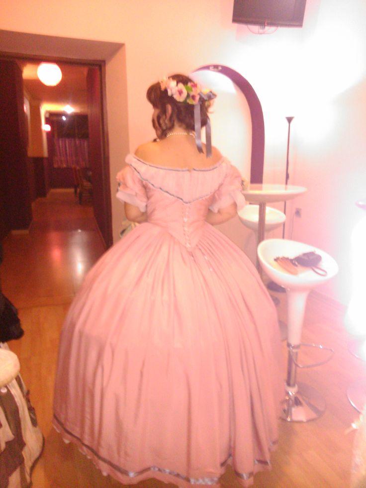 Parte trasera del vestido de baile de 1855. Octubre 2013. Almendralejo.