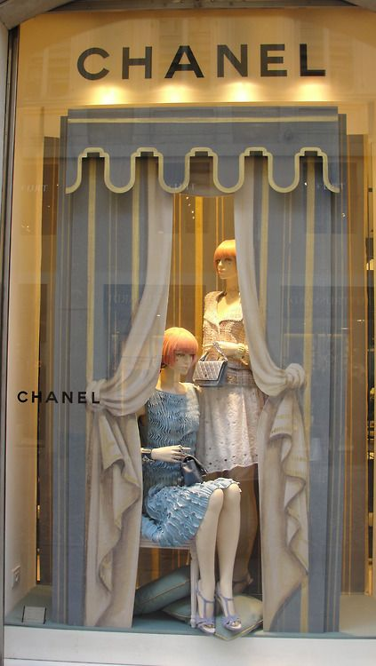 (A través de CASA REINAL) >>>>  Chanel window