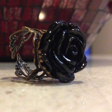 Gothic Vintage Rose