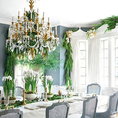 Pretty #holiday #decorDining Rooms, Verandas, Decor Ideas, Mary Mcdonalds, Diningroom, Garlands, Christmas Decor, Chinoiserie Chic, Holiday Decor