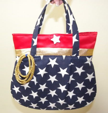 Wonder Woman Purse wish I could make this.