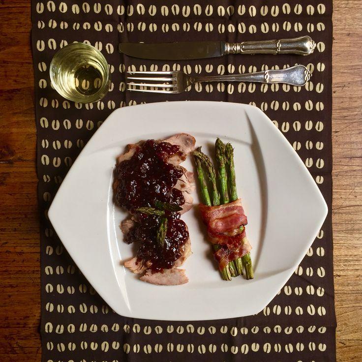 Solomillo de cerdo con salsa maravillosa y espárragos enrollados en bacon IG elena_delic Www.delic.es