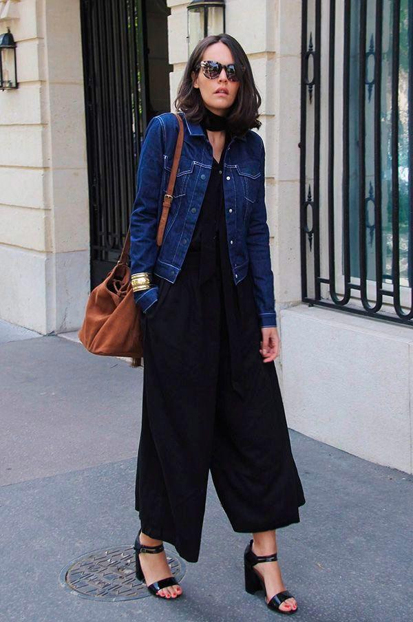 d18863953 It Girl - macacao-preto-pantalona-jaqueta-jeans-sandalia-preta - macacão -  Meia Estação - Street Style
