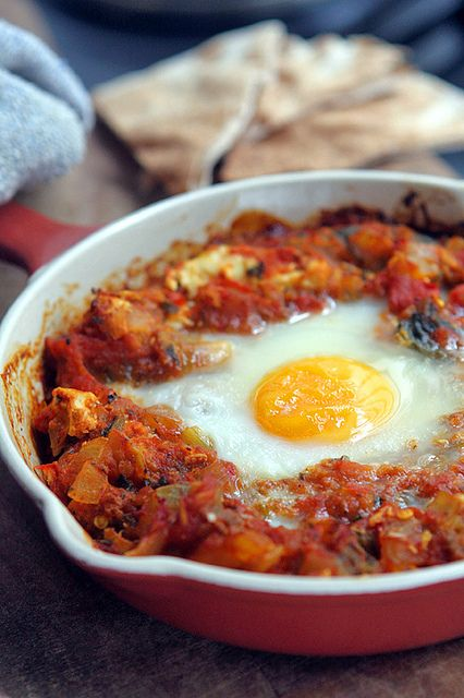 Shakshuka recipe (eggs baked in spicy tomato sauce)