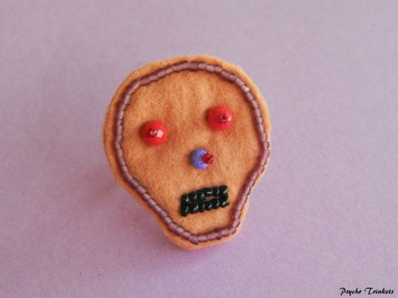 Embroidery skull ring by PsychoTrinkets on Etsy #dayofthedead #beige #skull #psychobilly #gothabilly #embroidery
