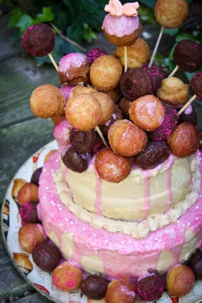 donut holes AND cake. mmmDonuts Hole, Kids Parties, Hole Cake Dominic, Birthday Parties, Amazing Cake, Cake 2012, Bedeck Strawberries, 2Nd Birthday, Strawberries Donuts