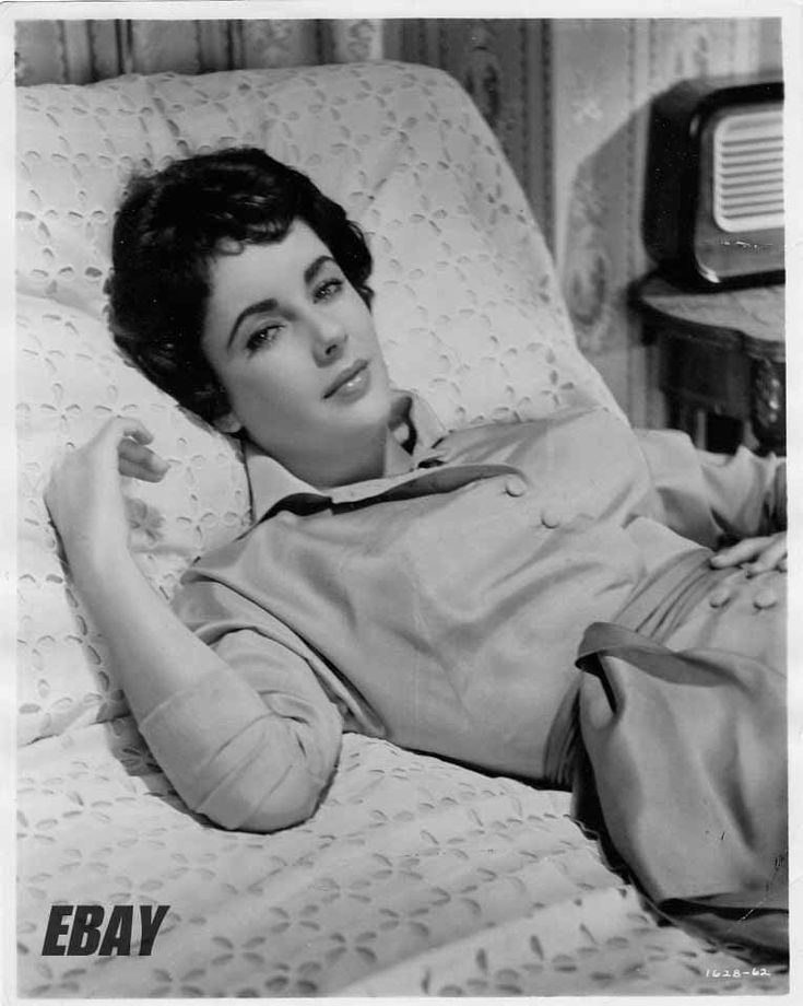 Elizabeth Taylor busty on bed VINTAGE Photo Rhapsody