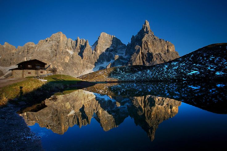 Bom dia! Eis o famoso chalet Segantini em Passo Rolle.  #dolomitas #Itália #trekking #dicasdeviagens