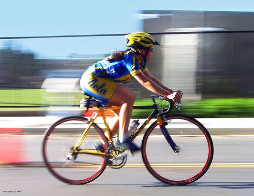 私がロードバイクにまたがる時だいたいジャージやタイツを着用しています街中散策の場合でもジャージだったりするのですがちまたではジャージタイツ姿で街中を歩いているとガチな自転車乗りの人と捉える方もそこそこいるようです私自身はガチだろうが何だろうがまったく気にならないのですが中にはそういった視線が気になるというローディさんもいらっしゃるそうです  今回そんな方向けに開発されたかどうかは分かりませんがジャージを発見しましたこれをジャージとして着用することで視線を回避することができるんじゃないでしょうかタイツは別途なんとかしていただく必要がありますが  それがVALETTEのポケシリーズ  VALETTE/バレットChari kore (チャリコレ) ポケTサイクルジャージ/サイクルウェア/自転車/Tシャツ/レプリカ/サイクル/ロードバイク/ウェア/ユニフォーム/ランニングウェア/フィットネスウェア posted with カエレバ    楽天市場  Amazon  Yahooショッピング  価格.com…