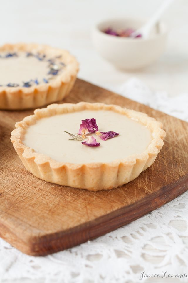 earl grey panna cotta tarts with dried flowers