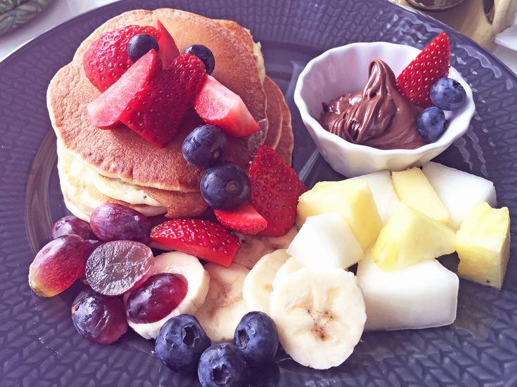 Recept på laktosfria amerikanska pannkakor.  http://nouw.com/natalieplusco/recept-pa-amerikanska-pannkakor-24638574  #laktosfria #amerikanska #pannkakor #amerikanskapannkakor #americanpancakes #fruit #nutella